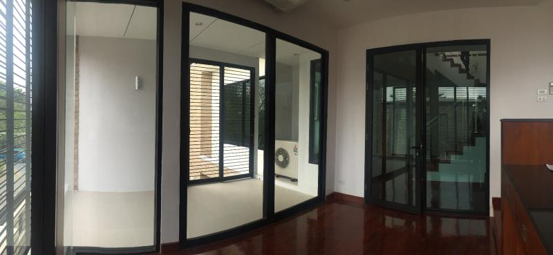 บริการติดตั้งงานประตู-หน้าต่างอลูมิเนียม