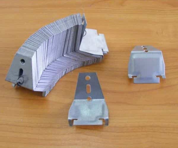คลิปล็อค ล็อกกิ้งคีย์ ใช้ยึดโครงซีลายน์เข้าด้วยกัน สำหรับโครงคร่าวเพดาน