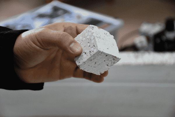 อาจารย์ มทร.ธัญบุรี ไอเดียล้ำ ใช้น้ำยางพารา เป็นส่วนผสมวัสดุก่อสร้าง ครั้งแรกในประเทศ