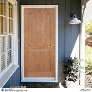LeoDoor ประตูไม้สยาแดง ลูกฟัก 2 โค้ง 70x200 leowood