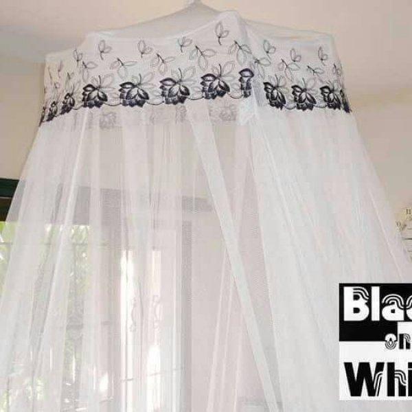 มุ้งประดับแบบ Summer Romance สีดำและสีขาว