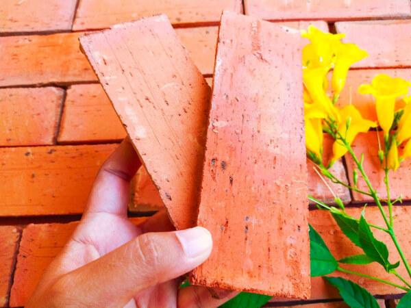 อิฐแปะผนัง ผิวเสี้ยนไม้ ขนาด 1x6x16 cm.
